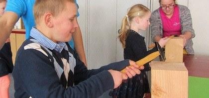 Workshop 'spijkerslaan' op SBO-school